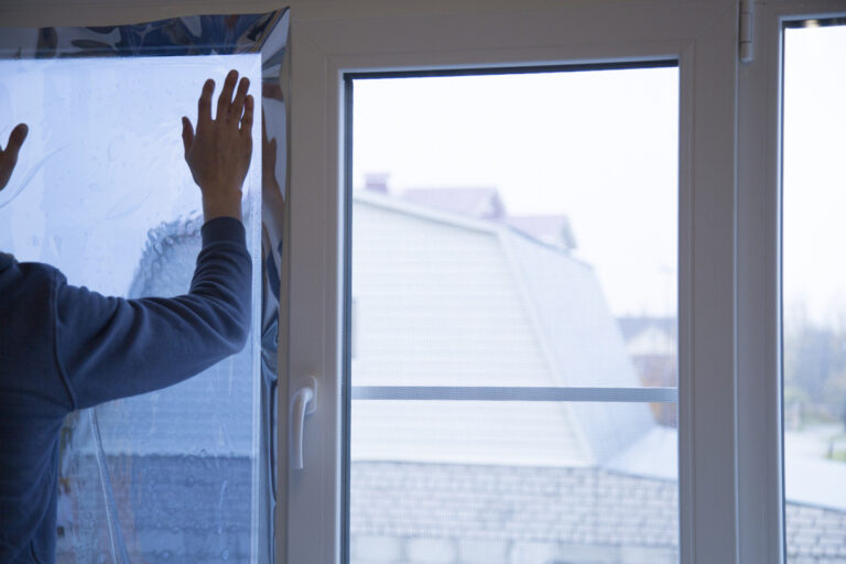przyciemnianie okien w biurze i domu